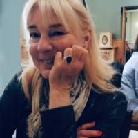Paola Pierobon con anello di famiglia