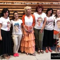 Grappoli di Arte_Gabriella Vettoretti e il suo staff con le t-shirt di Paola